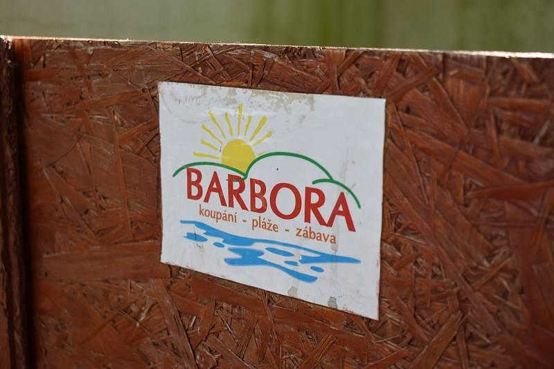 Barbora po sezóně, podzimní odpočinek, prázdné pláže.