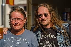 Martin Uhrik (vpravo) na snímku s uznávaným hudebníkem Romanem Dragounem