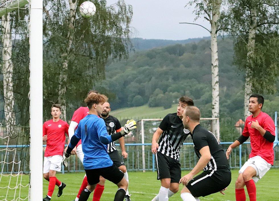 I.B třída - 5. kolo. Mojžíř (černobílí) porazil Sokol Unčín (červenobílí) poměrem 6:1.