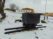 Dúlní vozík s kusem kolejí u fojtovické farmy.