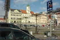 Parkování je na náměstí Svobody zdarma