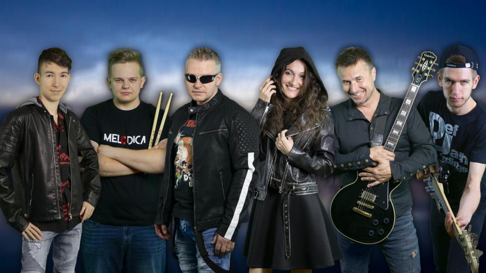 Na hradě v Kostomlatech se rodil zajímavá videoklip teplické rockové kapely Melodica. Zahráli si v něm i známé tváře – zpěvačka Lucie Vondráčková a herci David Gránský a Miroslav Šimůnek.