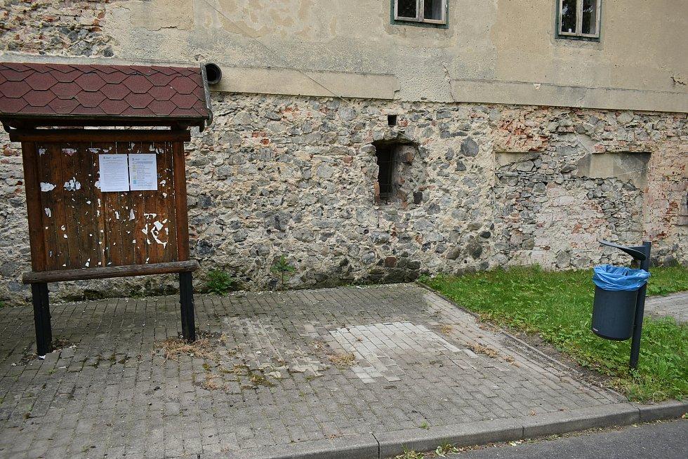 Tady stála telefonní budka v Lukově na Teplicku.