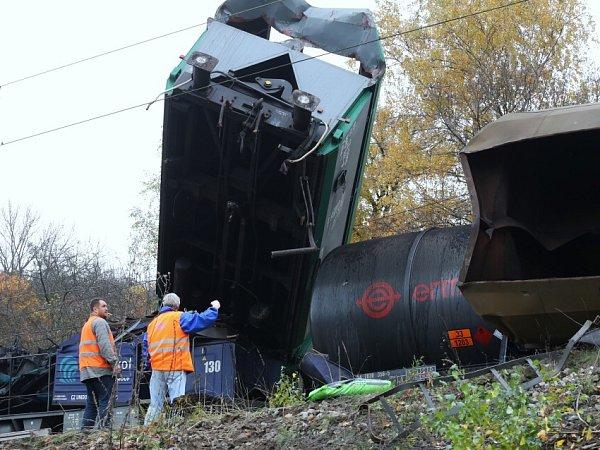 Srážka dvou nákladních vlaků uVelvět na Teplicku.