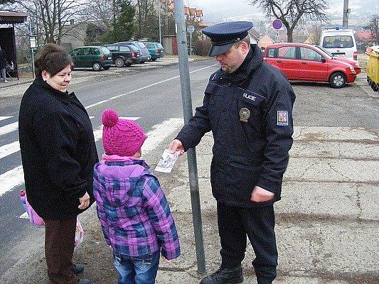 Policejní akce Zebra se za tebe nerozhlédne, v Žalanech u školy.