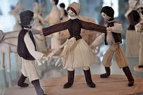 Výstava prezentuje na 200 figurek a vedle velikonoční tematiky představí i nejrůznější lidová řemesla.