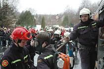 Hasičské cvičení - požár školy v Oseku
