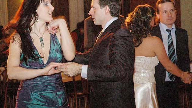 Letos už po osmnácté plesaly společně Dům kultury Teplice a firma Ideal Standard.