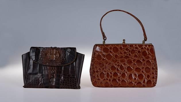 Pokud máte rádi kabelky a zajímáte se o módu, přijde se do foyer teplického muzea zdarma podívat na zajímavé kabelky, které jsou vyrobené z exotického materiálů.