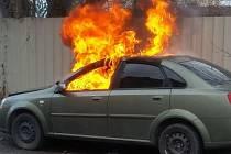 Požár auta u bývalého pivovaru v Teplicích.