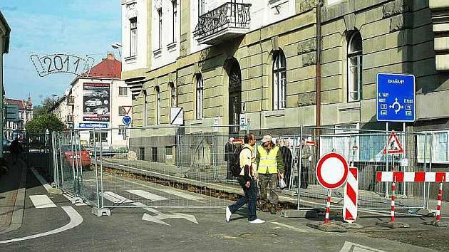 V Bílině na náměstí čekejte omezení provozu a to kvůli výkopům. Výjezd na průtah městem je okolo radnice zcela uzavřen.