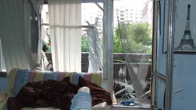 Výbuch v bytě panelového domu u ZŠ Edisonova