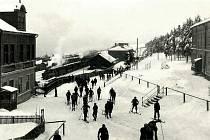 Zasněžená Moldava u nádraží, odkud vyráželi běžkaři.