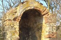Na webu ČSOB pomáhá regionům běží příspěvková akce na záchranu výklenkové kaple ve Starých Verneřicích.