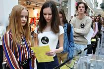 Touha prosadit se v modelingovém světě přilákala stovky dívek a chlapců do teplického obchodního centra Galerie.