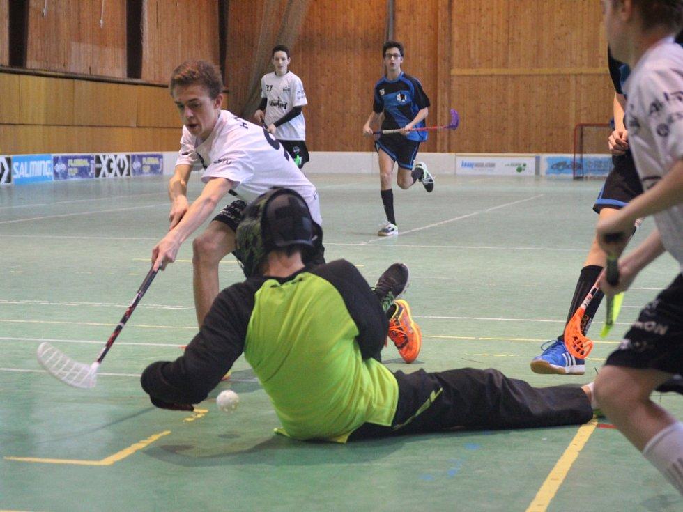 Florbalový turnaj starších žáků: Děčín - Liberec (bílé dresy)