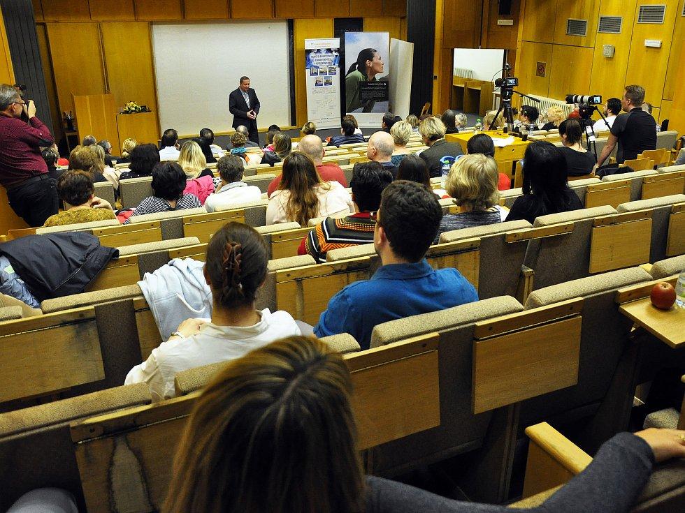 Konference centra pro diagnostiku a léčbu demyelinizačních onemocnění se konala v přednáškovém sále Polikliniky Nemocnice Teplice.