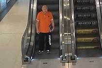 Policie žádá veřejnost o pomoc při pátrání po neznámém pachateli, který je podezřelý ze spáchání přečinu podvodu.