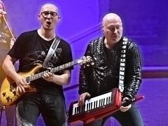 Michal David (vpravo) pobavil letní kino v Ústí. Podle pořadatelů byl sobotní koncert vyprodaný.