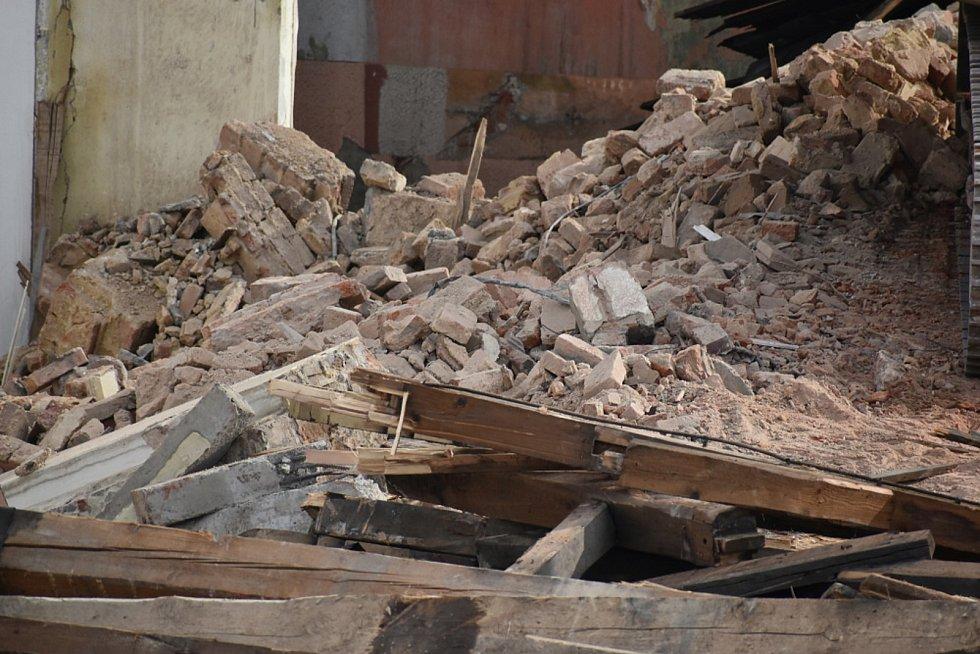 Demolice nádražní budovy ve stanici Teplice - Řetenice.