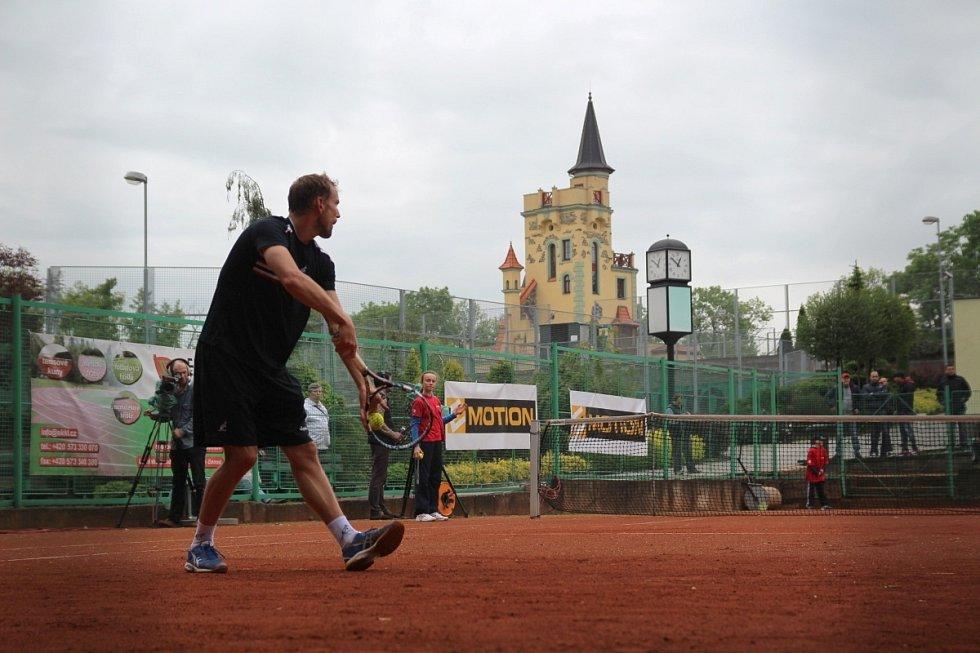 Mertl (tmavé triko) vyhrál ITF Futures v Teplicích