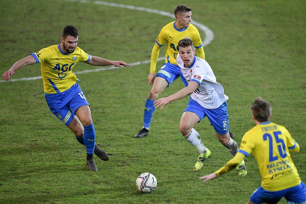 Utkání 21. kola první fotbalové ligy: FC Baník Ostrava – FK Teplice, 27 února 2021 v Ostravě. (zleva) Martin Macej z Teplic a Ondřej Šašinka z Ostravy.