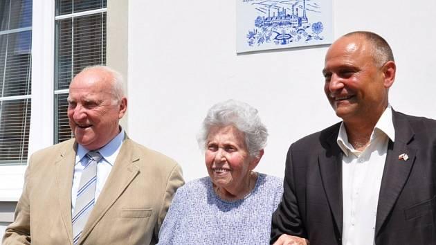 V Dubí slavnostně odhalili pamětní desku rodiny Blochů