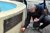 Vzpomínka na ekologické demonstrace v Teplicích, které de facto odstartovaly revoluční události roku 1989.