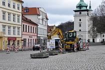 Rekonstrukce kanalizace na Zámeckém náměstí.