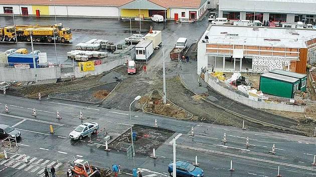 Křižovatka u obchodního centra v Trnovanech