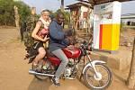 Studentka z Bíliny Lucie Klouzová v Ugandě.