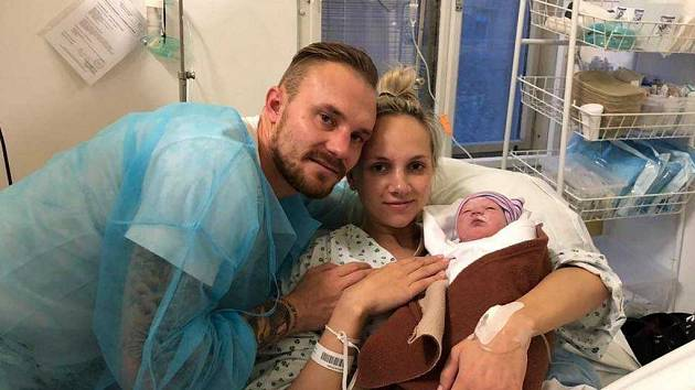 Jakub Hora s přítelkyní Anetou a dcerou Sofinkou.