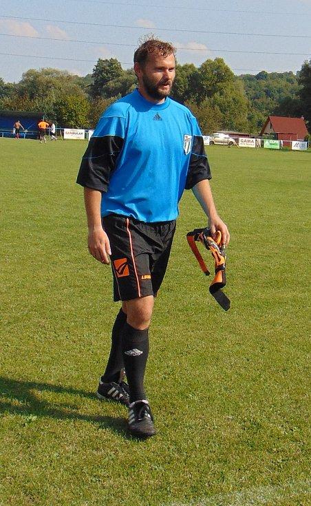 Přátelský fotbalový zápas mezi výběrem fotbalových osobností Teplicka a týmem FC Roma Děčín se odehrál v Modlanech. Po zápase se promítal dokument o FC Roma, zúčastnil se i režisér Tomáš Bojar.