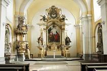 Kostel svatého Petra a Pavla v Oseku.