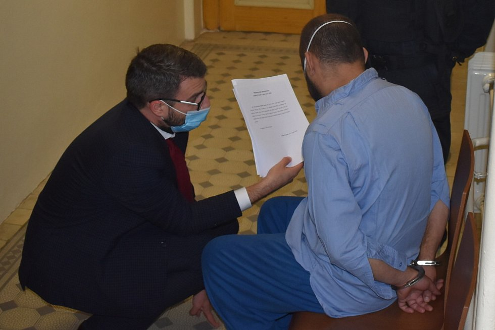 Vazební jednání v Teplicích. Soud ve středu 14. října rozhodoval o vazbě pro muže, kterého policie obvinila z usmrcení ročního dítěte.
