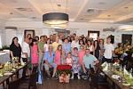 Anna Krausová, rodina a přátelé při oslavě 100 let