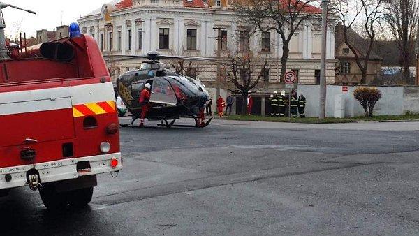 Na mladíka vDuchcově spadl zeď. Na místě zasahovali hasiči, policisté izáchranáři.