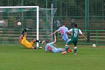 Fotbalisté Perštejna (modří) doma podlehli Baníku Modlany 1:4.