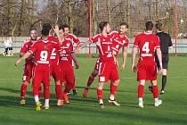 TJ Proboštov (v červených dresech) - FK Chuderov 5:1 (3:1).