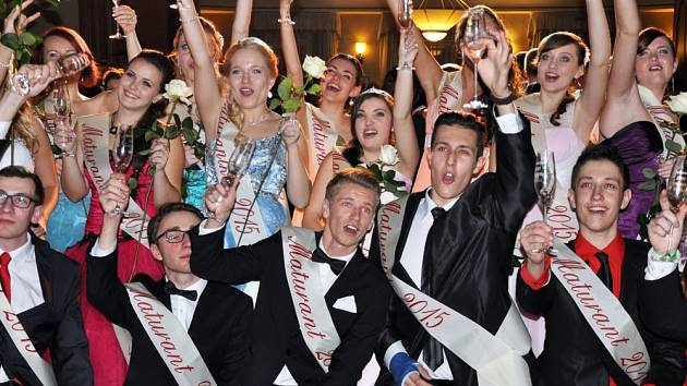 Maturitní ples Gymnázia Teplice, tř. 8.C a 8.D