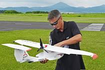 7. Mezinárodní leteckomodelářský den uspořádal o víkendu na letišti RC modelpark v Suché RC klub CZE 113 z Ústí nad Labem.
