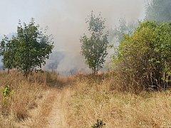 Požár louky nedaleko Přítkova.