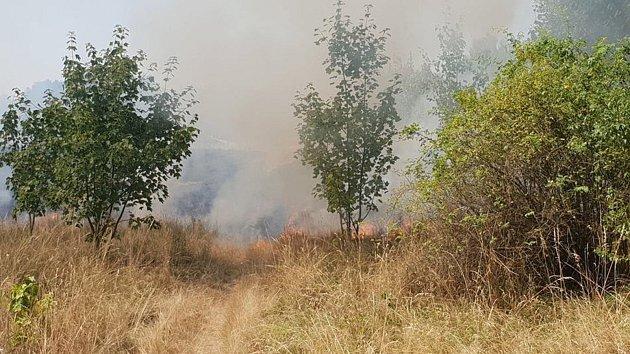 Požár louky nedaleko Přítkova