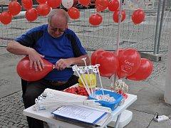 Takový byl 1. máj v Teplicích. Pořádali ho komunisté na kolonádě u DK Teplice.