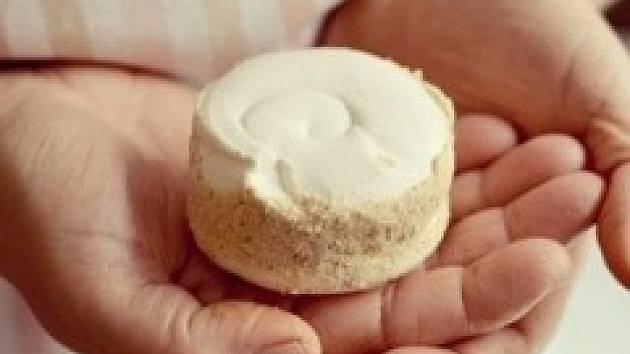 Dortletka je sněhové pečivo slepované speciálním kávovým krémem, kterým je zároveň potřené po svém obvodu a nakonec obsypané směsí kávy a piškotů. Vše podle původní rodinné receptury.