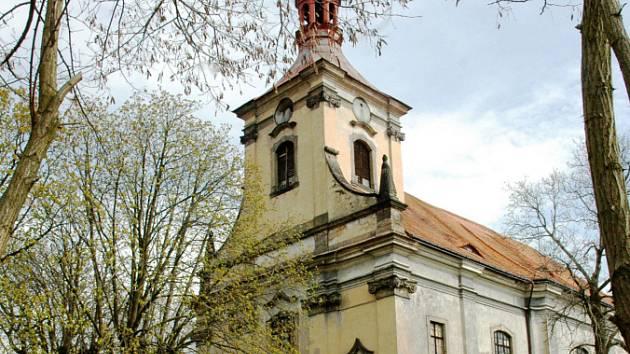 Kostel sv. Petra a Pavla v Oseku.