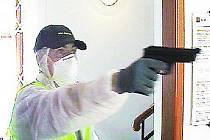 Maskovaný policista při přepadení