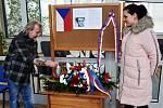Pietní akt za Jana Palacha na Obecním úřadu v Proboštově.