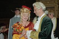 Svatba na zámku v Duchcově v barokně-renesančních kostýmech