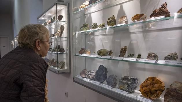 Modernizovaná expozice mineralogie v teplickém muzeu.